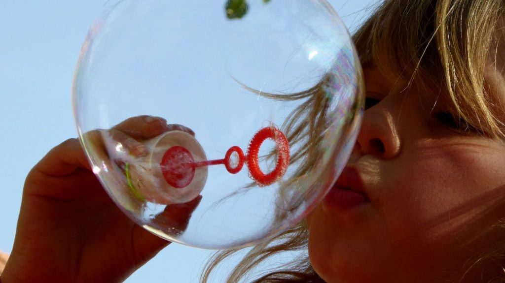 Tento obrázek nemá vyplněný atribut alt; název souboru je soap-bubbles-870342_1920-1-1024x575.jpg.